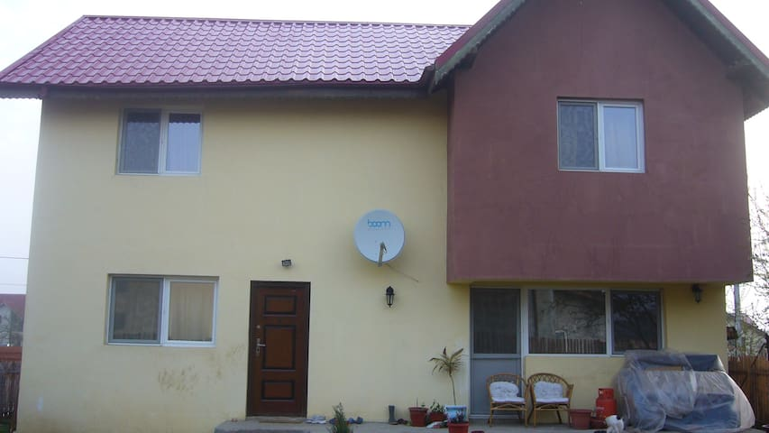 Wellcomes guests near Bucharest - Berceni - Casa