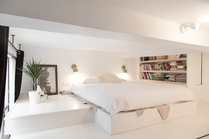 Little loft story in the heart of the Marais