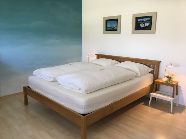 Stylish Guestroom next to Lake including Breakfast