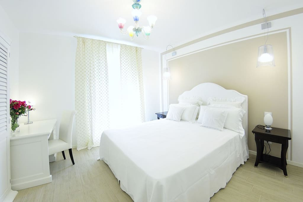 Camera da letto matrimoniale con letto kigsize