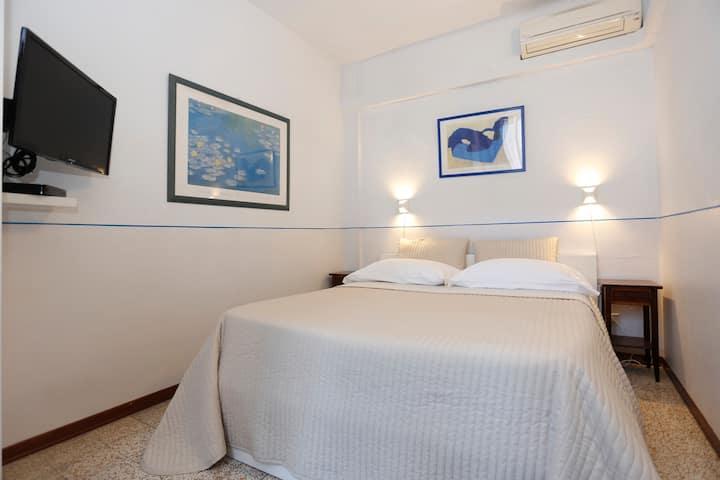 Casa Alba in the walls room 2