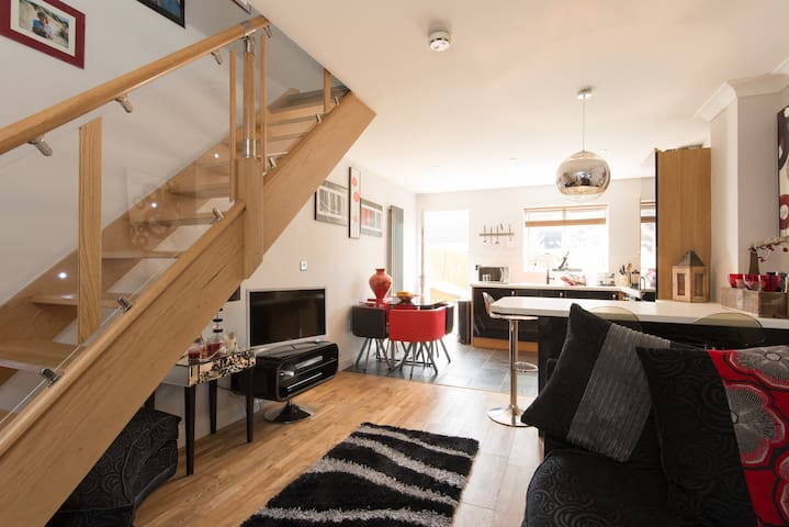 Open plan with 2 bedrooms with a new kitchen - Quedgeley