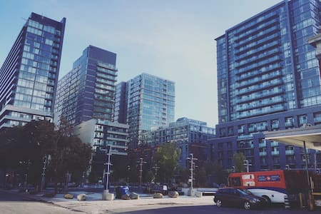 Stylish and Urban One Bedroom Condo - Toronto - Condominium