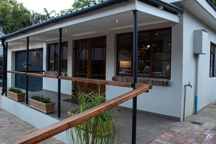 Spacious Private Self Catering Cottage/Winelands