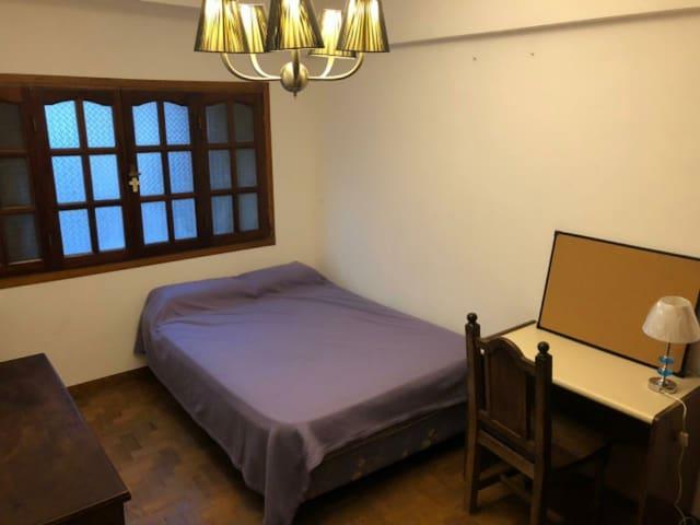 Habitación individual en Departamento estudiantil.