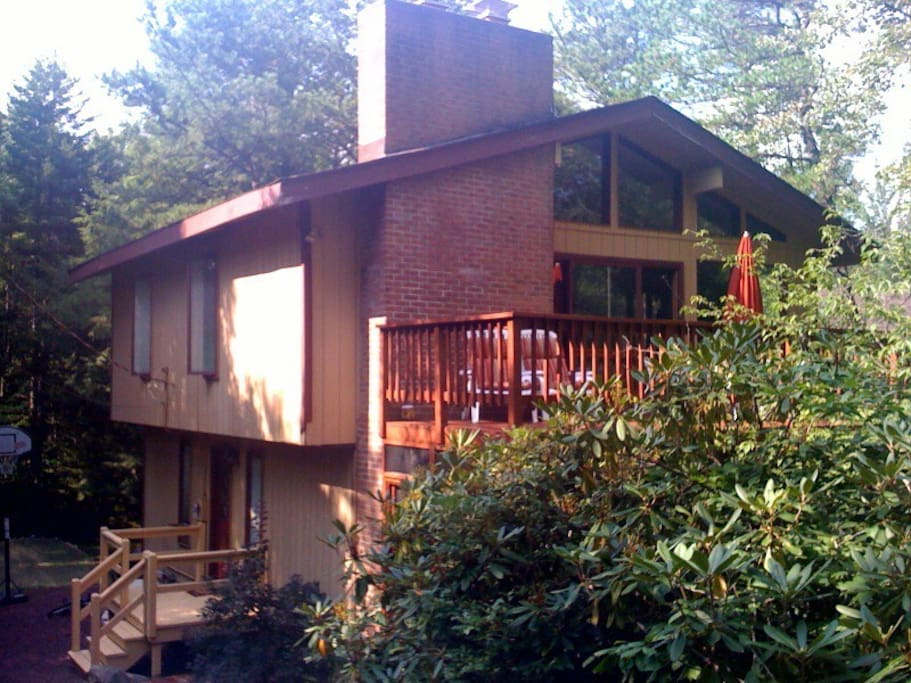 Pocono vacation home in lake naomi houses for rent in for Pocono homes