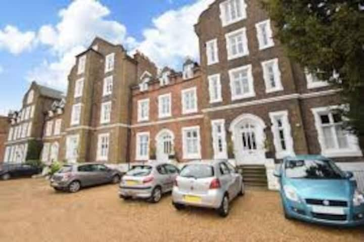 1 bed flat- Walking distance to Windsor