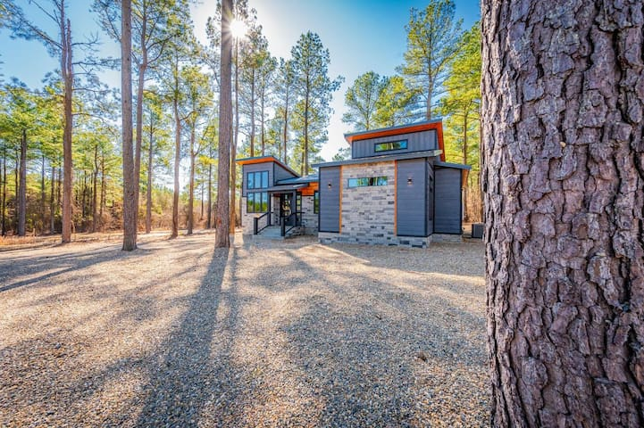 "BRAND NEW ""Boho Bungalow"" HIGH LUXE 2 Bedroom Cabin Near Broken Bow Lake!"