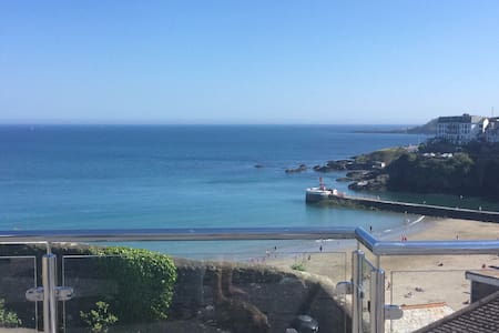STUNNING ELEVATED SEASIDE PROPERTY - East Looe