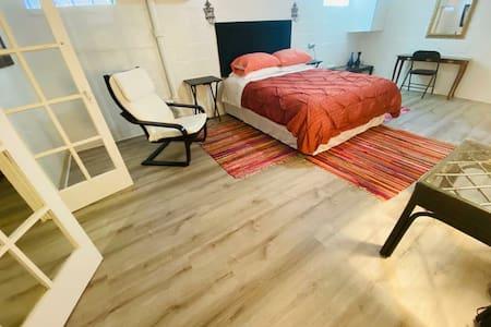 Single Room w/ bath in finished basement near BWI