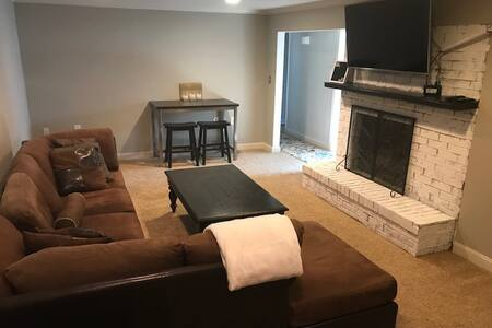 Cozy Centerville Basement Suite/Near Airport