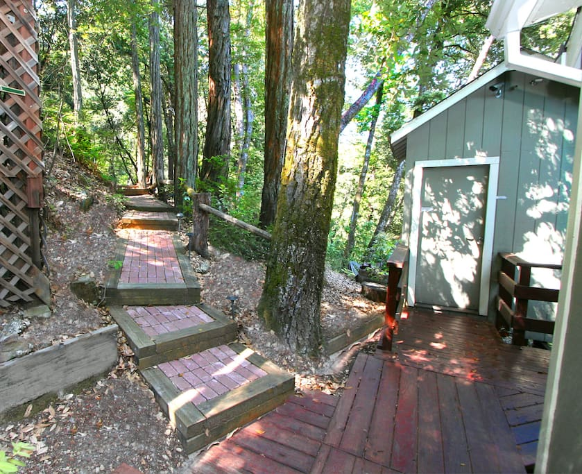 8 steps down to the Sweetest cottage in the wine country....
