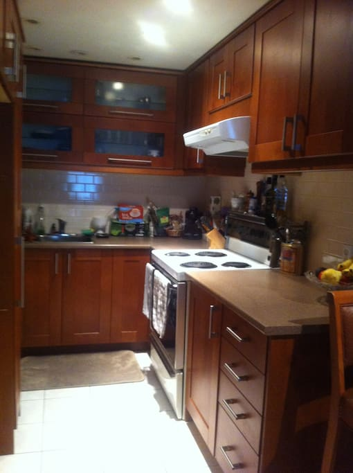 fully equipped kitchen with a wide variety of teas, and kombucha