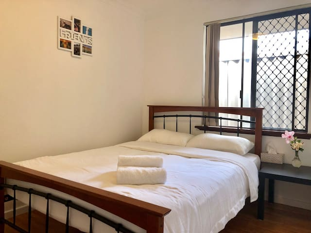 Riverton Lodge -Walk to Shopping Centre-Queen Room