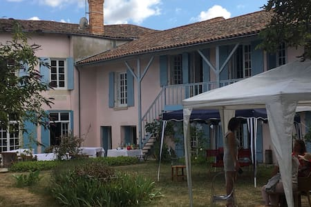 Charentaise guest house with wooded garden