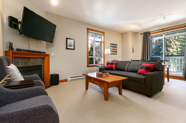 Your Gateway to Nature: Spacious Granite Court 402