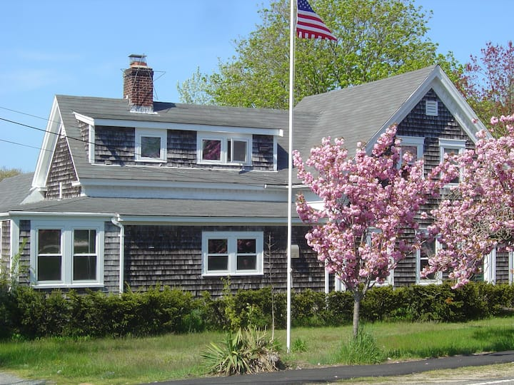 Antique Captain's Home in the Heart of Dennis Port