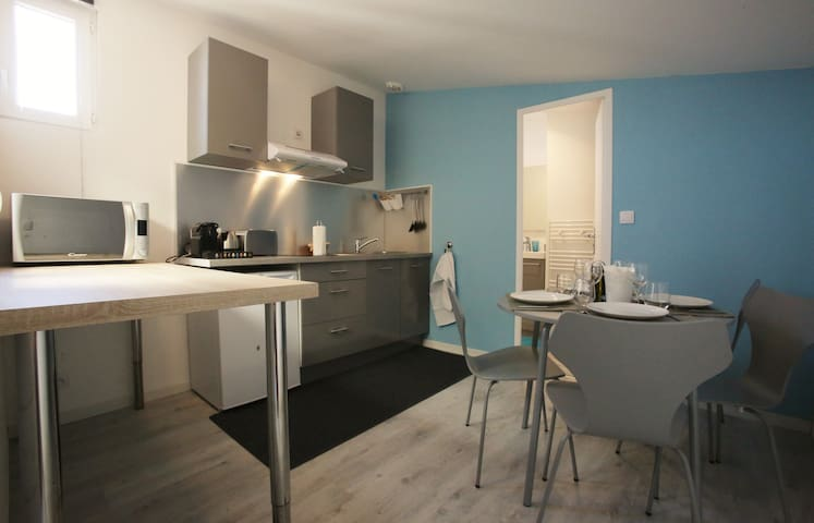 Quiet and bright one bedroom apartement located near the train station