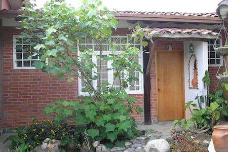Habitacion c/ entrada independiente - Ház