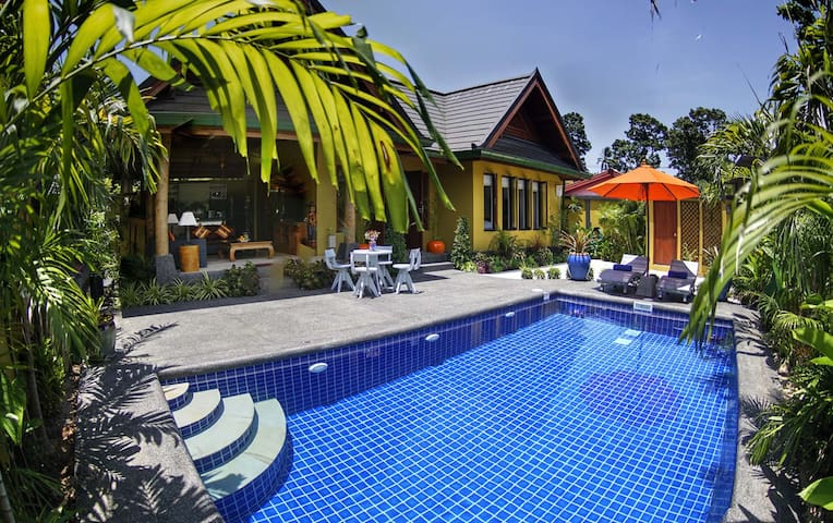 Romantic New 1 Bed Villa with Pool & Jacuzzi