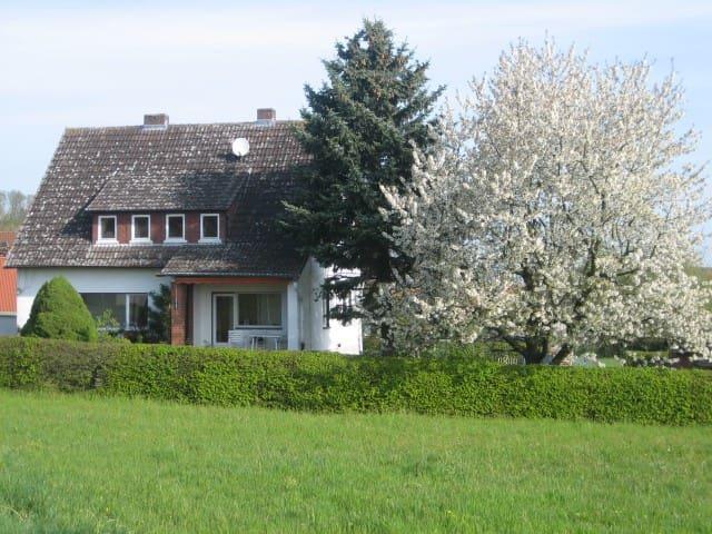 Sehr sauberes Einzelzimmer, Dusche - Kirchhain - Huis