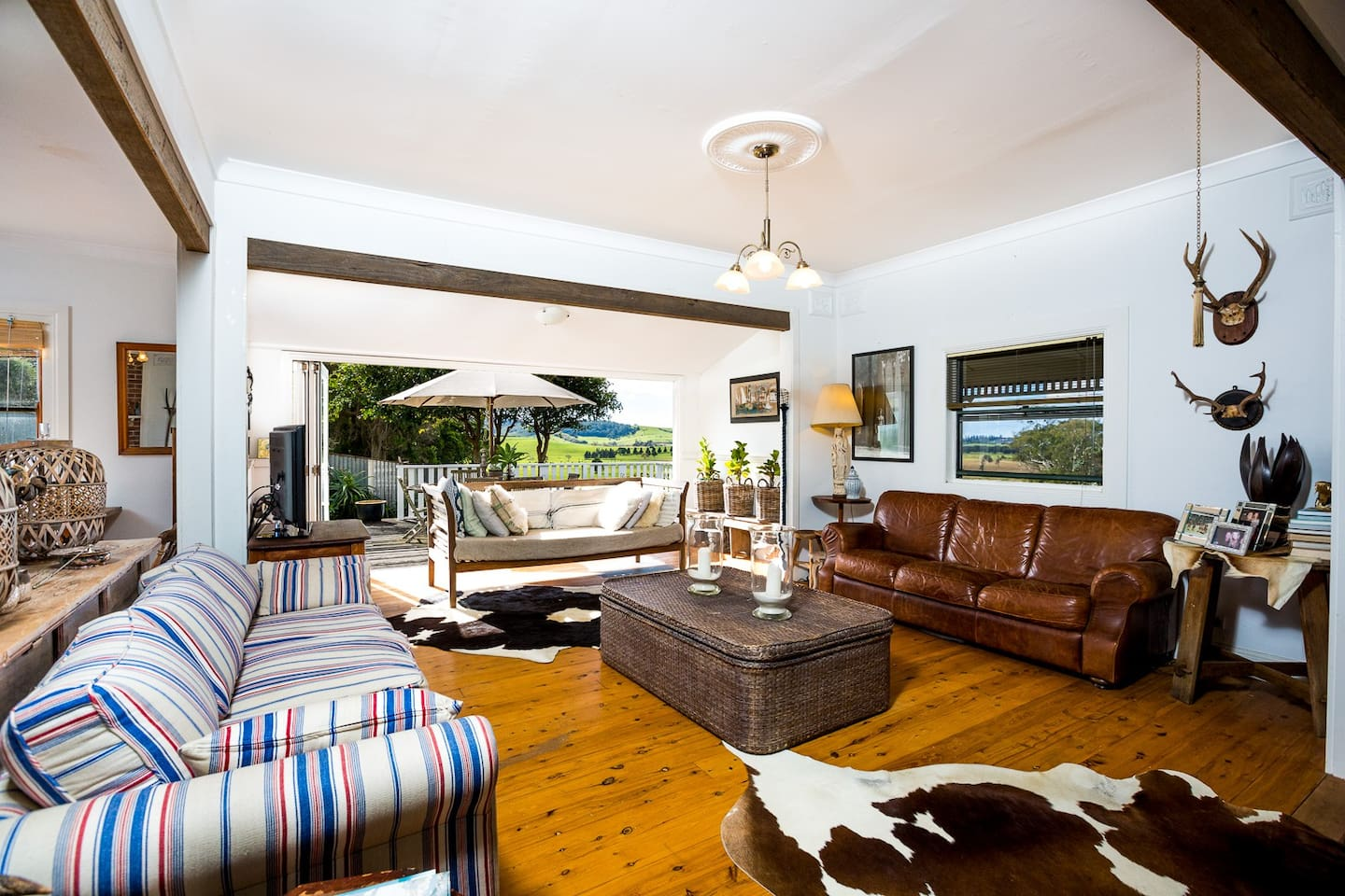 Designer Cottage filled with artefacts from travels and a comfy feel for winter around fire or summer with beachs and vineyards three/ four  km  away.