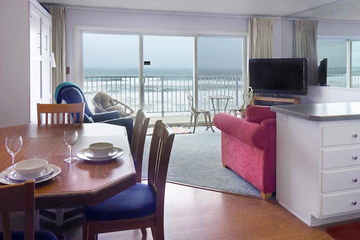 Oceanfront 3rd Floor Suite - Ocean Terrace #27