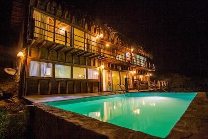 Altamira Vichayito casa para 10 pers con piscina