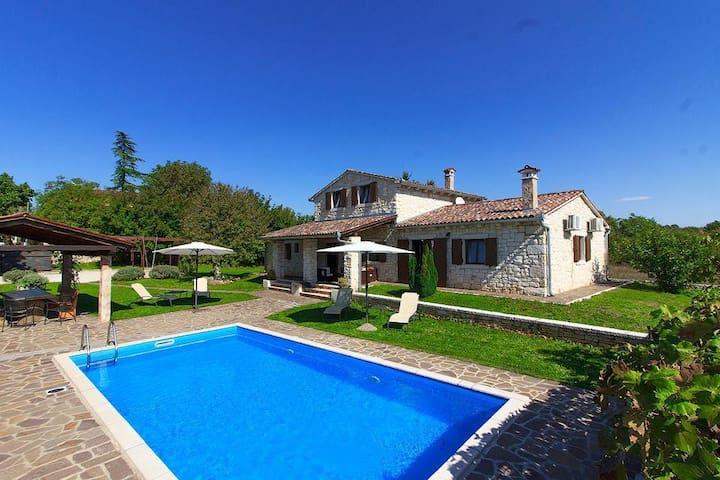 Schöne Villa Danieli I mit privatem Pool, max 8 Gäste, BBQ, WI-FI, Privatparkplatz