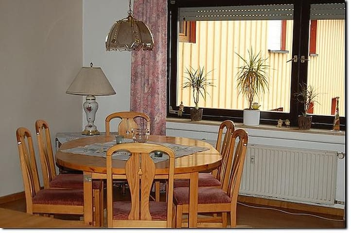 Geräumige Ferienwohnung - Macken - Apartamento