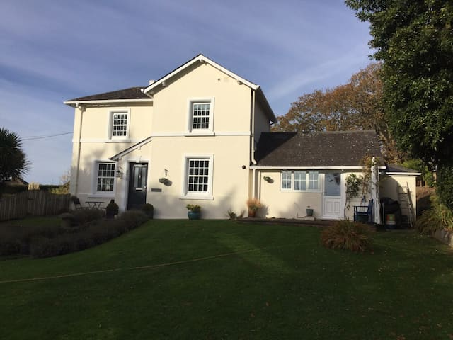 Period cottage in pretty seaside town - Teignmouth - Hus