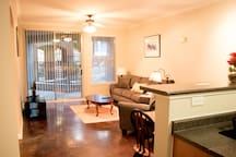 Downtown Dallas Beautiful Poolside Apartment