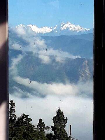 Amazing view of Kanchendzonga