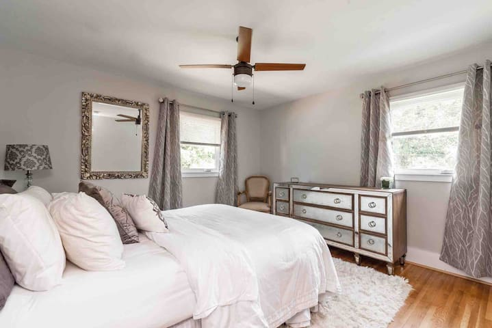 Gorgeous Private Room - Mins from Charlotte