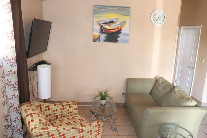 Immaculate 1 Bed Apt, Central, Gated, Car On Site