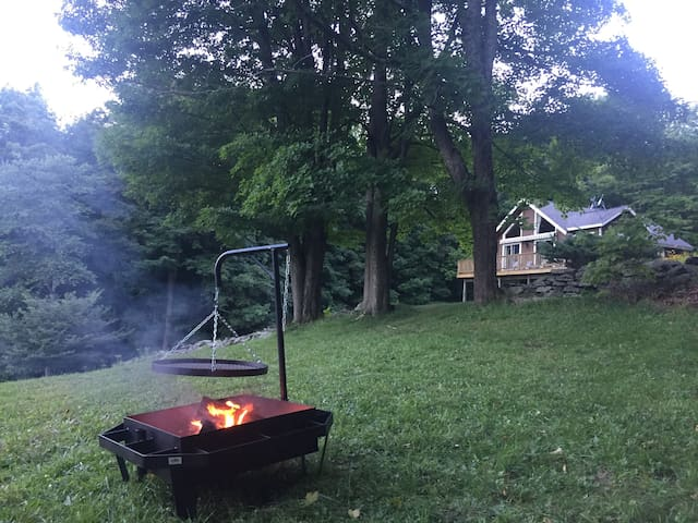 Fire pit with cooking tray