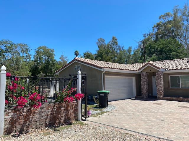 Entire house 3 rooms 2 baths 6 beds Lake Elsinore