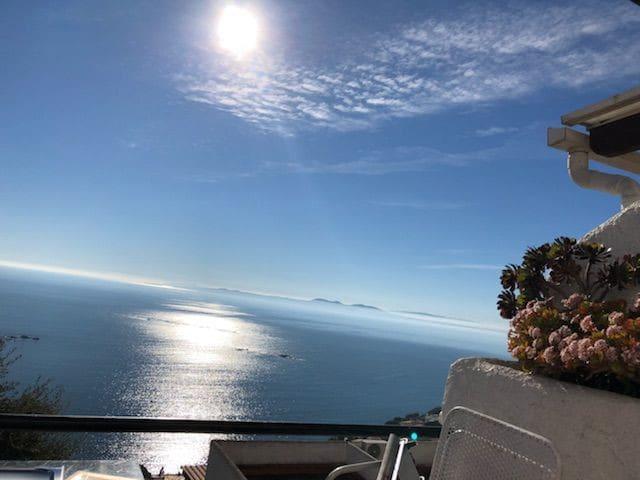 loue villa à roses vue imprenable sur la mer