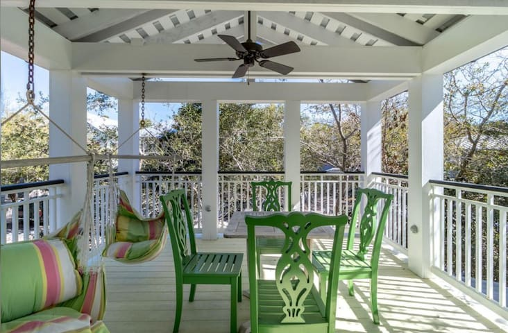 Blue Two - Amazing spacious 2BR Seaside cottage, porches galore!