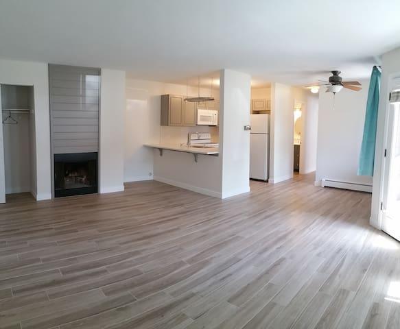 Newly Renovated Bare Boulder Condo - Boulder - Condominio