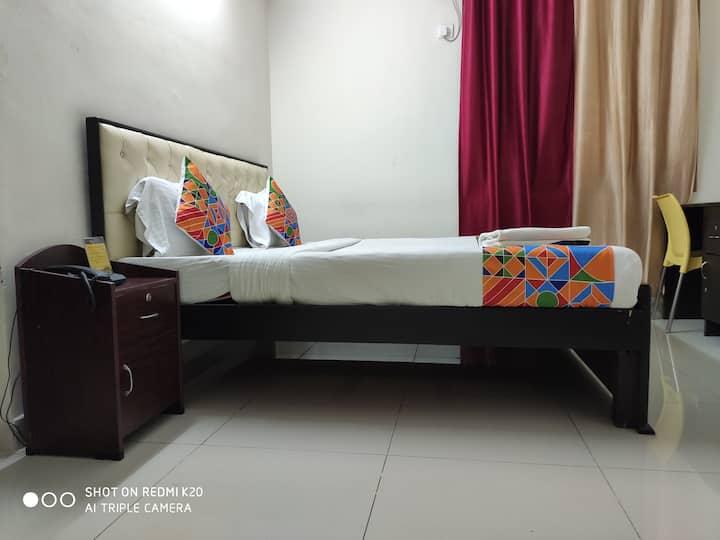 Spacious ac room near K Raheja Mindspace