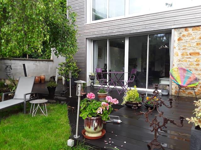 Au calme avec beau jardin à 4 km de Paris
