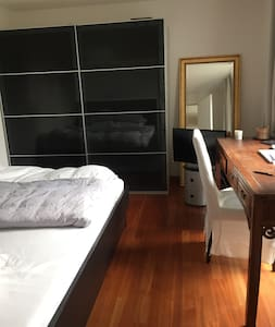 Lovely room with a lovely family. - Apartment