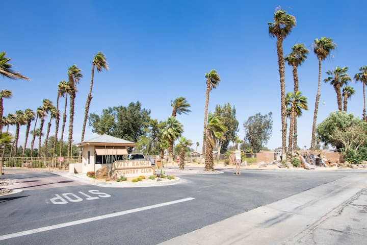 Home to Share w/Separate Q-Bed/Bath - Thousand Palms