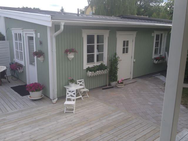 Charmig minivilla 100 m från zoo - Eskilstuna - Casa
