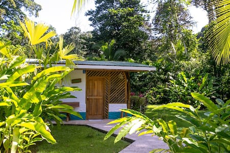 Passion Fruit Lodge Casa Guayaba