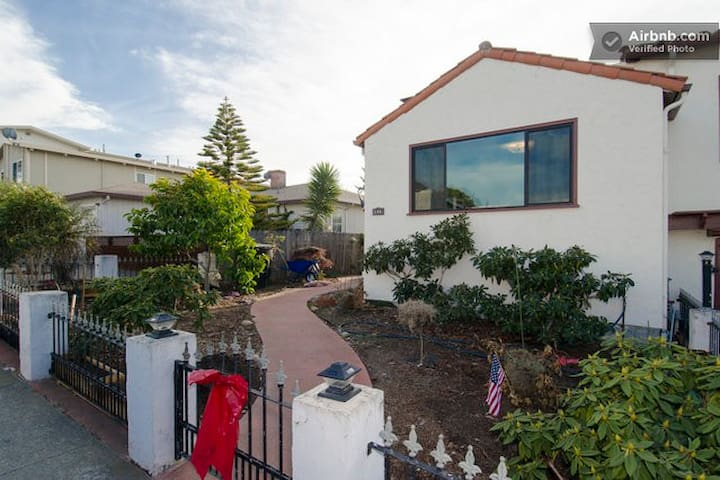 SFO/ Caltrain/BART/ Palo Alto #10 - Millbrae - Huis