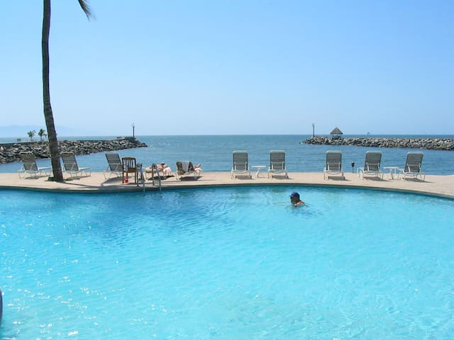 Beachfront 2-Story Penthouse Condo  - Nuevo Vallarta - Appartement