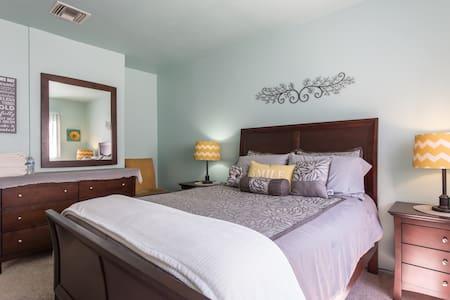 2 Room 1 Bedroom Suite Pool & Sauna - Los Angeles