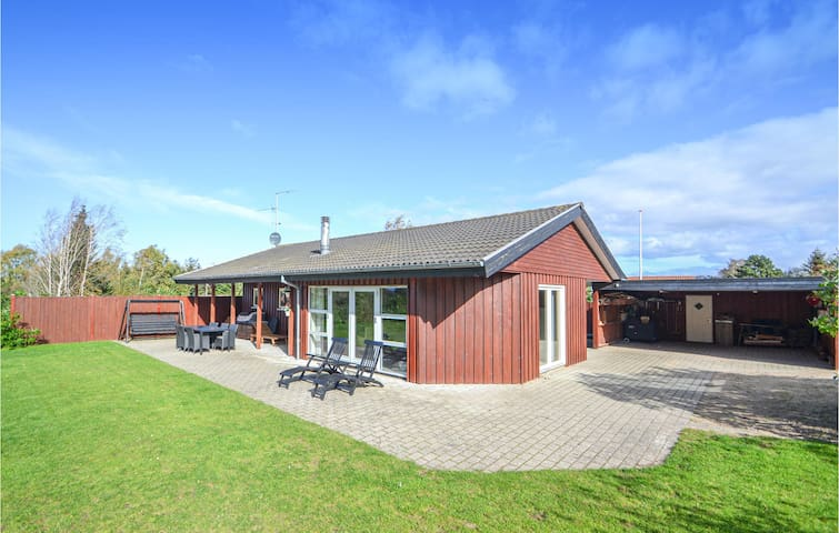 Holiday cottage with 4 bedrooms on 103m² in Glesborg